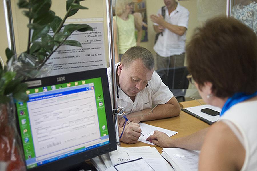 Россияне, участвующие в формировании пенсионных накоплений, автоматически попадают под действие новой системы Фото: Сергей Бобылев / ТАСС