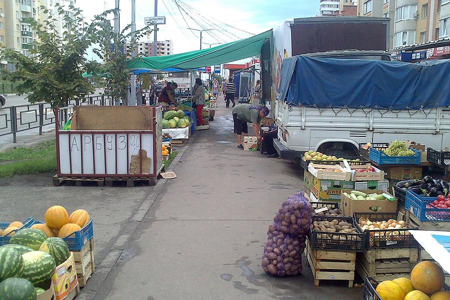 Стихийный рынок на Чичерина