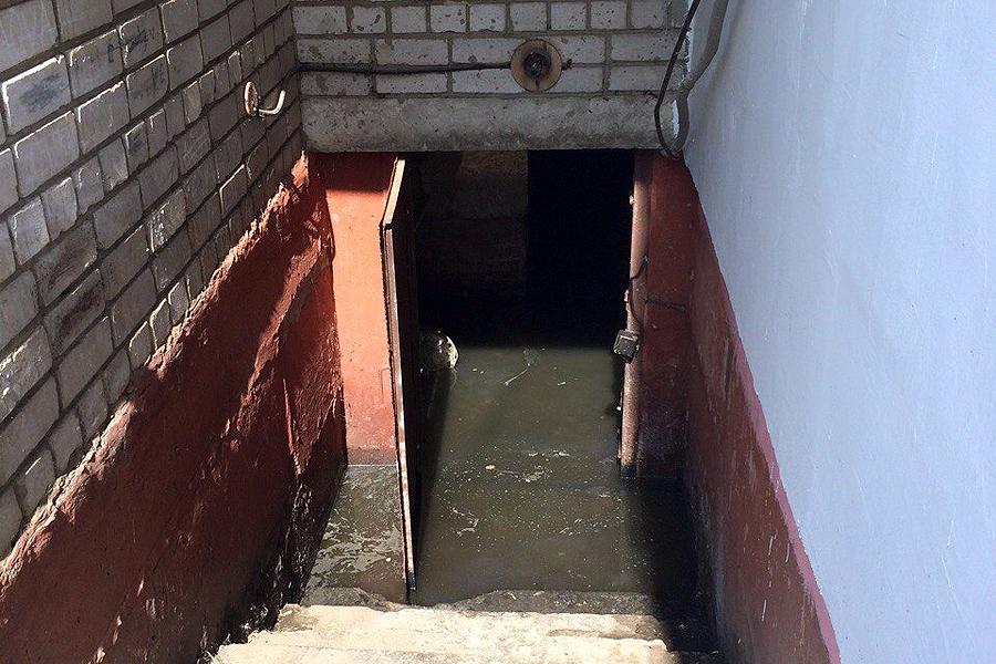 Подвал залило канализацией