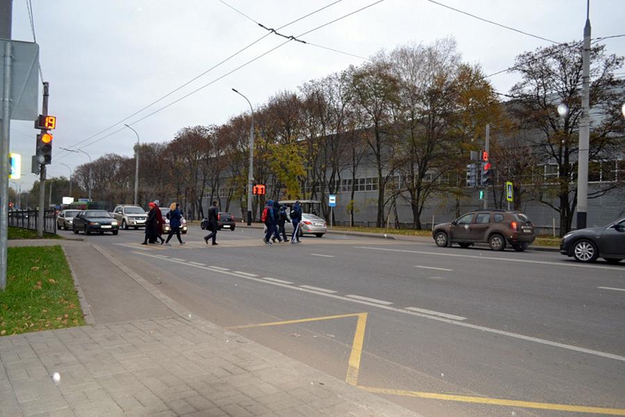 Светофор на бульваре Энтузиастов
