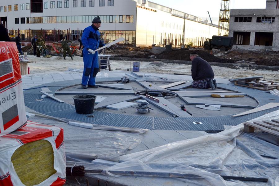 Фонтан перед Центром единоборств. Фото ОнлайнТамбов