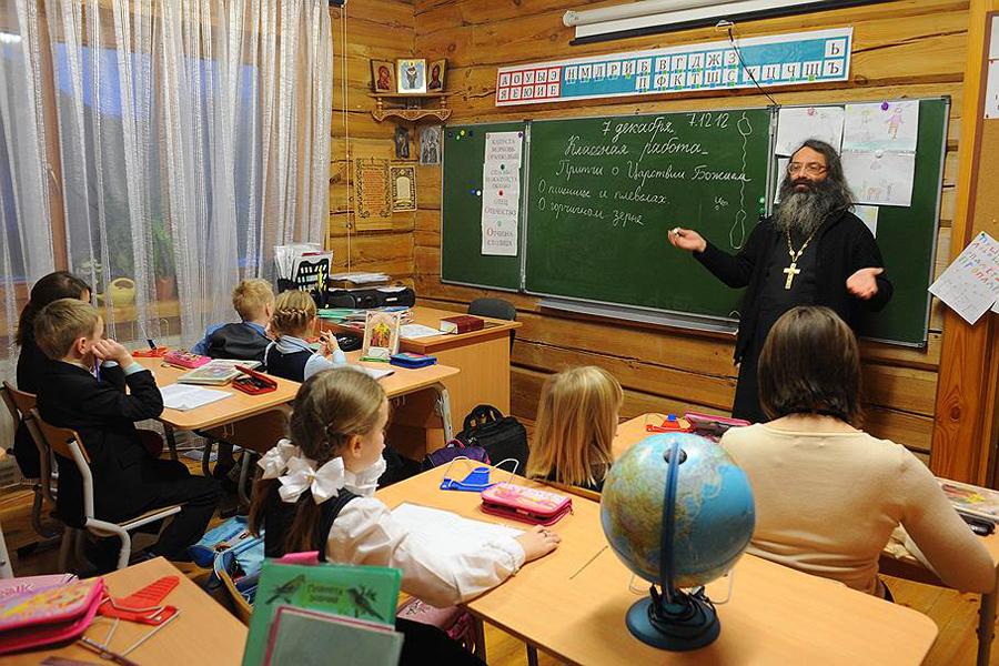 """Духовное воспитание школьников. Фото """"Коммерсант""""."""