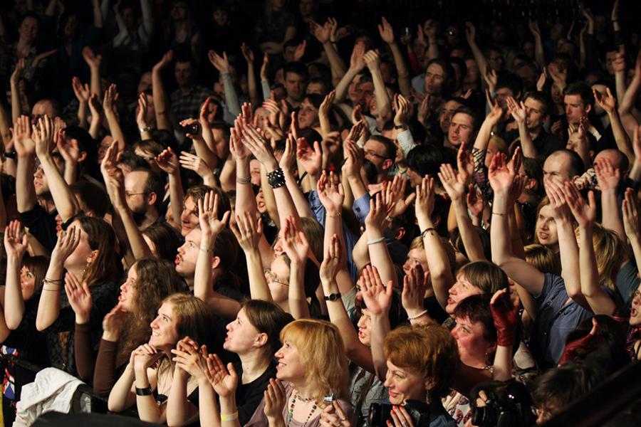 В театре на концерте картинки