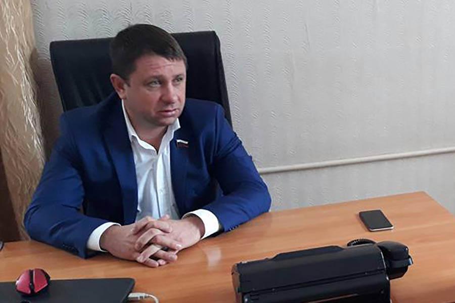 Денис Илларионов