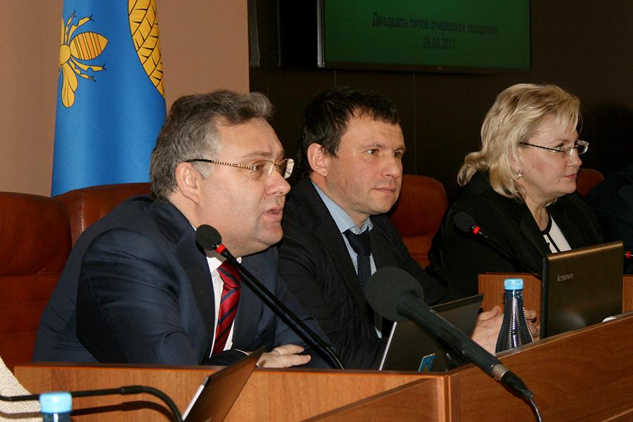 Сергея Чеботарев, Виктор Путинцев, Марина Подгорнова на заседании гордумы.
