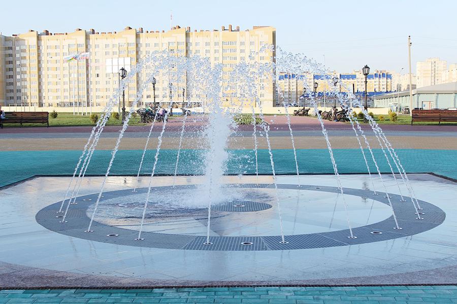 Фонтан перед Центром единоборств. Фото администрации города Тамбова.