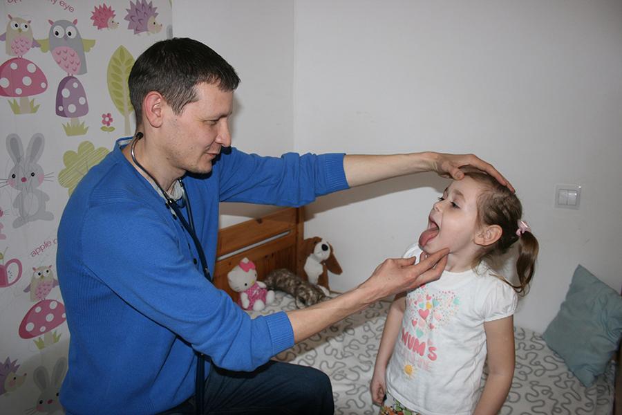 Доктор Валентин Имамкулов на приеме