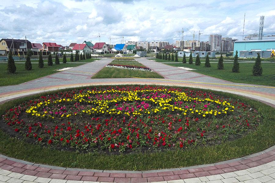 Цветочная клумба в парке