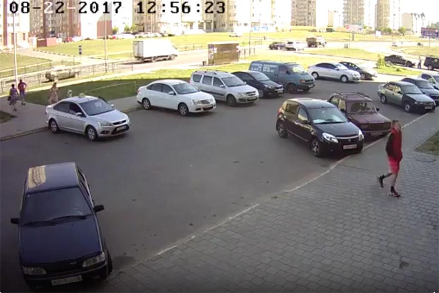 Молодого человека зафиксировали камеры видеонаблюдения