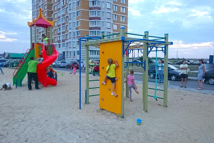 Детская площадка на Сабуровской