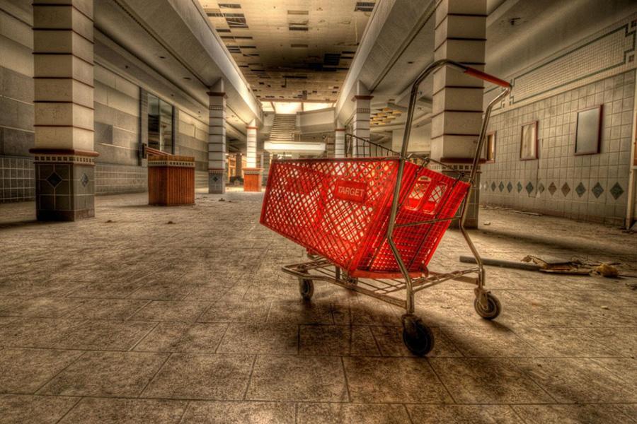 Пустой торговый центр
