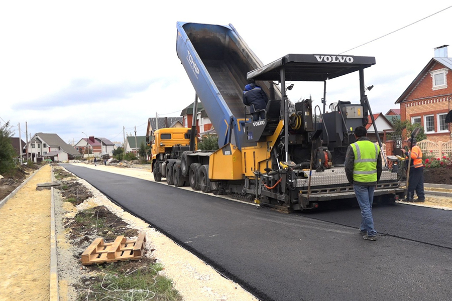 Строительство дорог в Радужном, фото информационного управления администрации города.