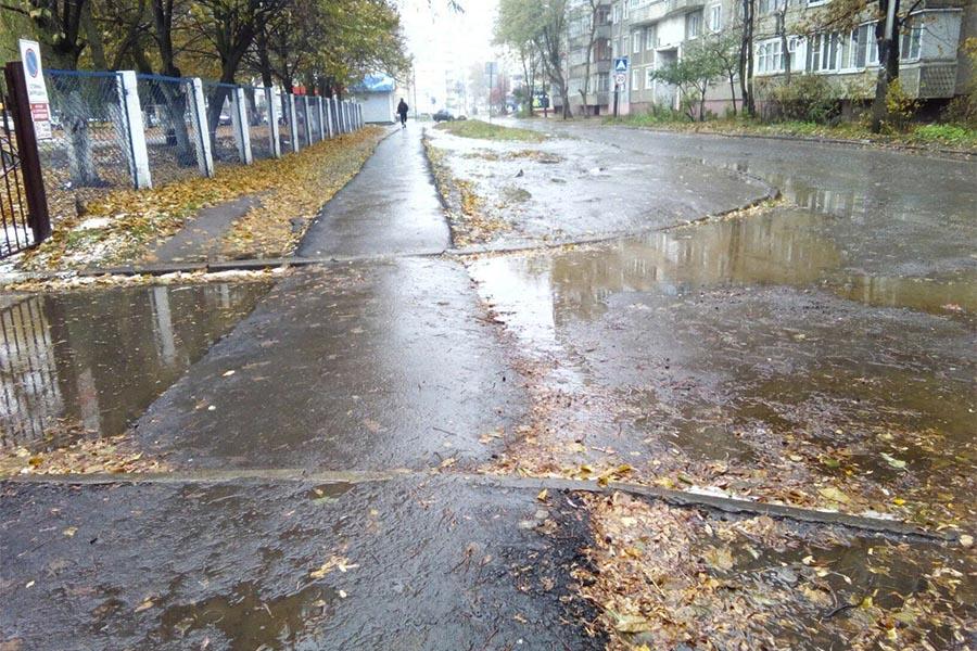 Тротуарная дорожка на Магистральной. Фото Андрея Рижского