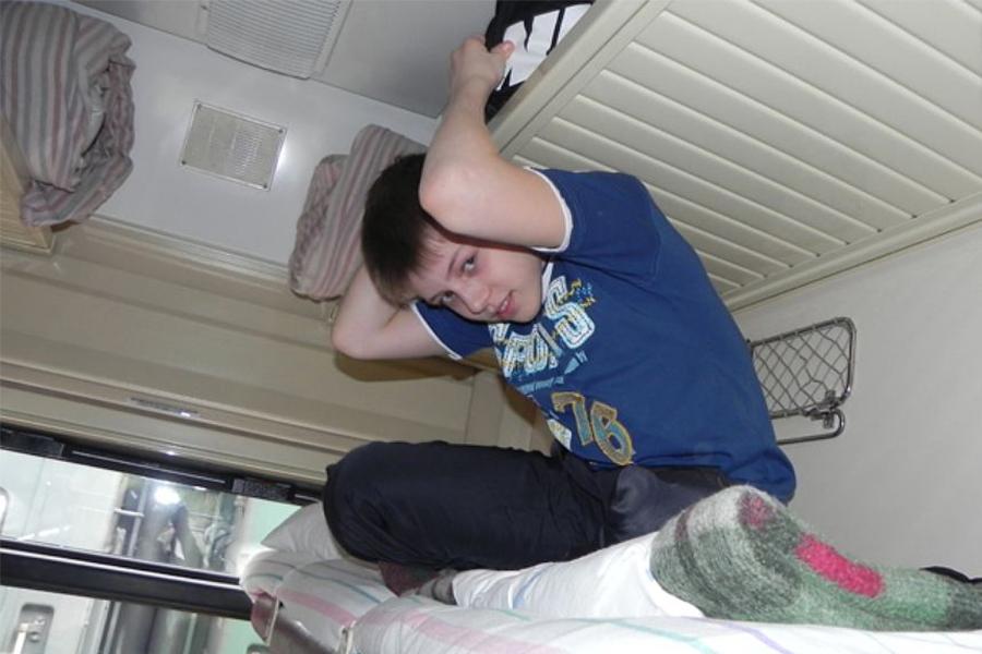 Ребенок в поезде