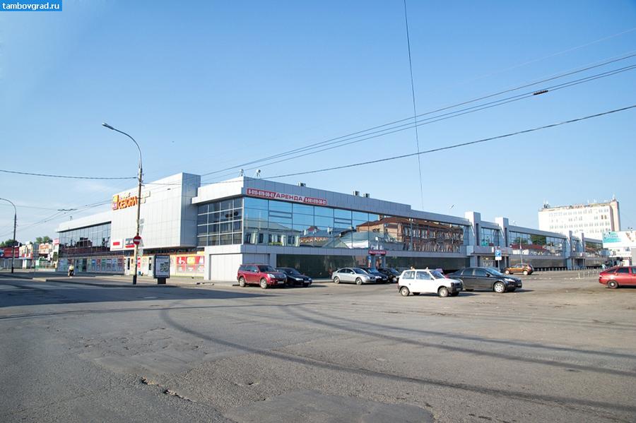 Улица Красная, центральный рынок. Фото Дмитрия Дмитриева