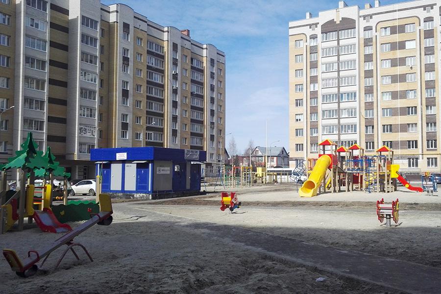 Новостройки на улице Свободной, детская игровая площадка