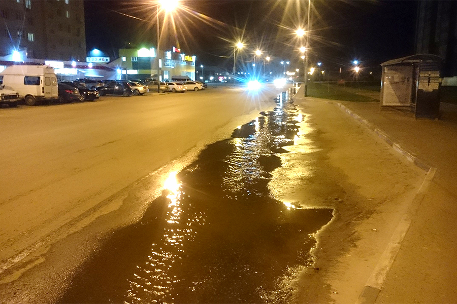 Порыв канализации на Агапкина